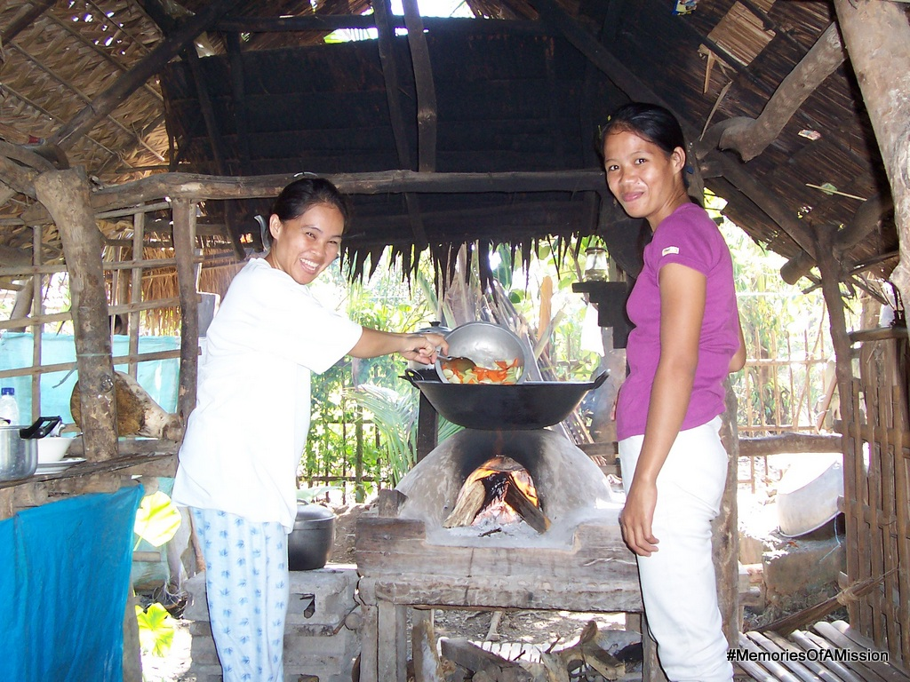 Sis Pulido and Sis Viloria cooking